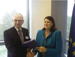 Dr Francesco Romanelli, EFDA Leader and Chairman of EIROforum and EC Commissioner for Research and Innovation Máire Geoghegan-Quinn met during the Conference for a brief exchange of views, based on EIROforum's response to the Green Paper.